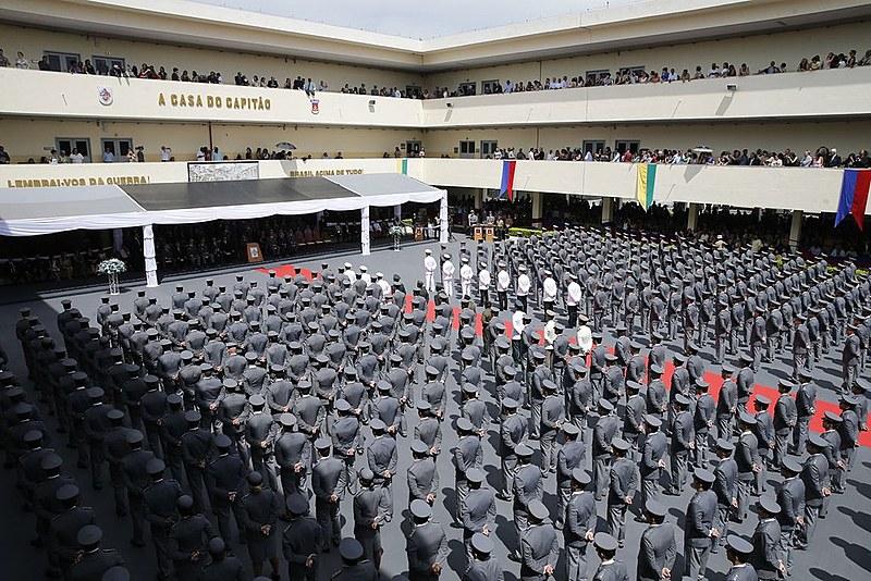 Formatura e diplomação de militares na Escola de Aperfeiçoamento de Oficiais, na Vila Militar em Deodoro (RJ)