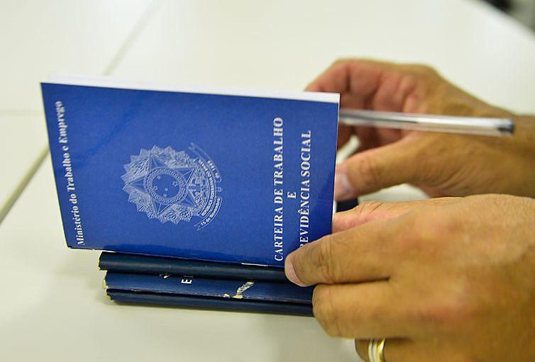 Redução na obrigação do registro diário da jornada de trabalho atinge 90% da população