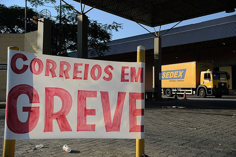 No Paraná, trabalhadores responderam à ameaça com uma greve de 20 dias e adesão de 70% dos funcionários