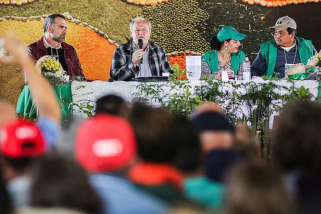 João Pedro Stedile, dirigente nacional del MST y militante de agroecología, Vanderlei Ziger participan del análisis de coyuntura