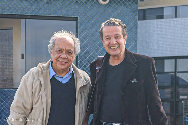 Trajano e Kfouri em frente à sede da PF em Curitiba