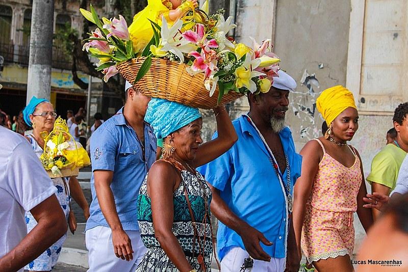 Milhares de pessoas se reúnem durante as festas populares e religiosas, como o Dia de Yemanjá, comemorado no dia 2 de fevereiro.