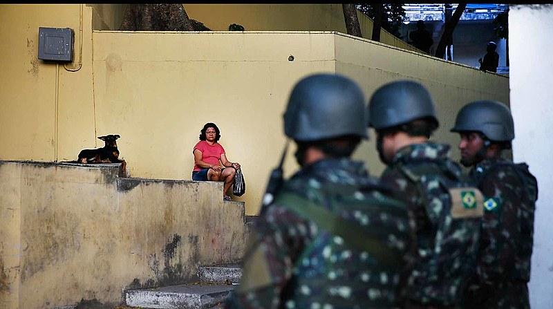 Militares fazem policiamento no Rio de Janeiro