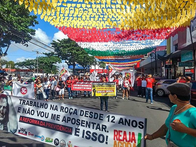 Ato da Greve Geral em Santo Antônio de Jesus, na Bahia, nesta sexta-feira (14)