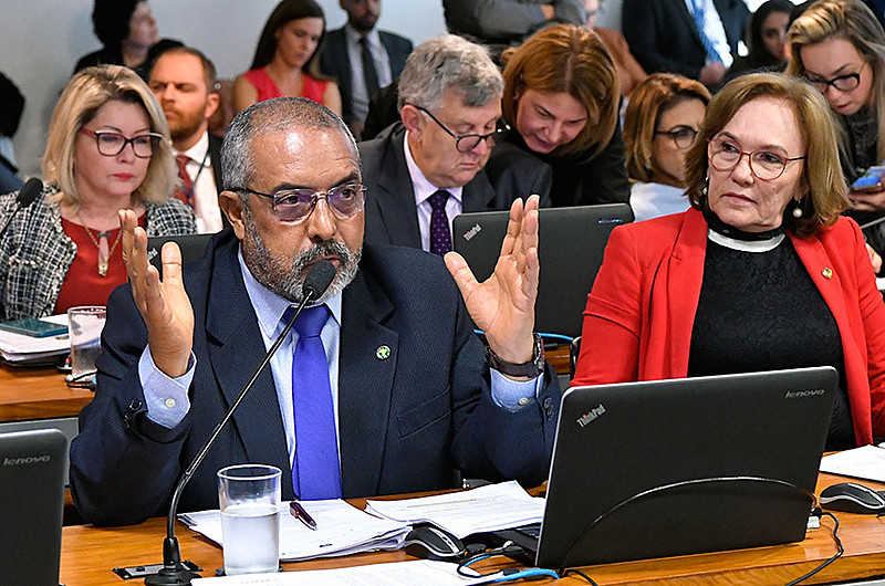 O senador Paulo Paim (PT-RS) alertou para o risco da subjetividade dos critéros