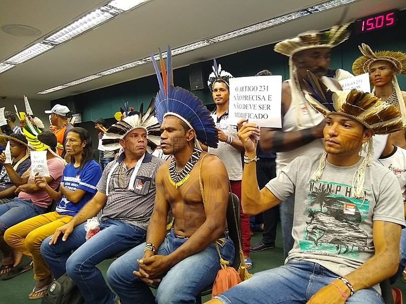 "Constituição brasileira garante aos povos indígenas o ""usufruto exclusivo das riquezas do solo, dos rios e dos lagos nelas existentes"""