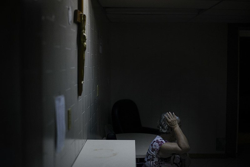 Paciente aguarda atendimento em hospital da Cruz Vermelha em Caracas, capital venezuelana; federação anunciou ajuda humanitária em abril