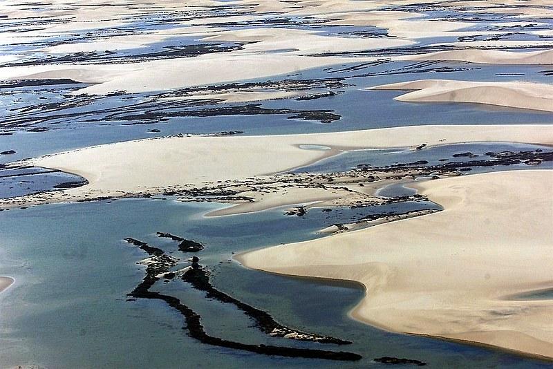Criado em 1981, o Parque Nacional dos Lençóis Maranhenses possui 156,5 mil hectares de dunas, lagos e mangais