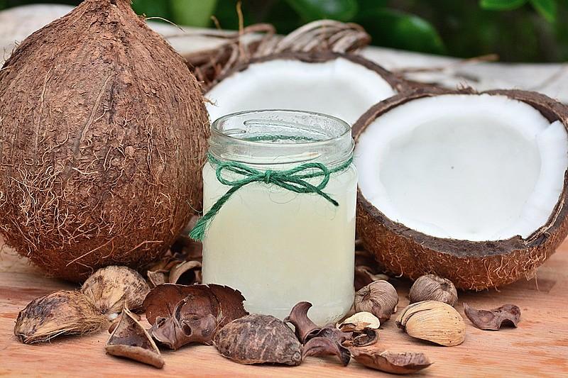 Consumo do óleo de coco em preparos na cozinha é bom em substituição de outras gorduras, mas a quantidade não deve aumentar