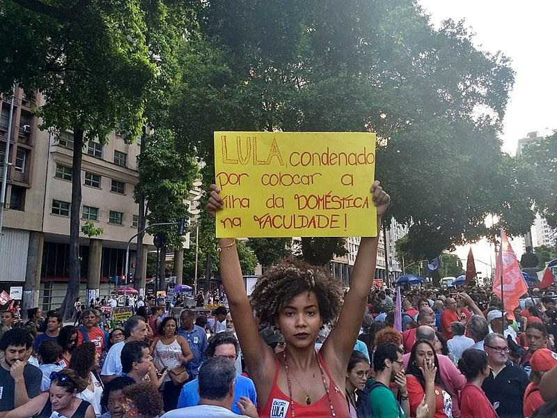 Para a estudante Nathalia Balbino, de 22 anos, Lula está sendo preso por ter enfrentado a desigualdade social no país