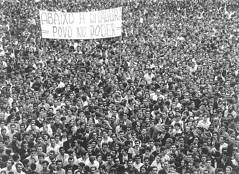Em 1979, promulgada pelo presidente João Batista Figueiredo em 28 de agosto, a Lei da Anistia, em plena ditadura militar brasileira.
