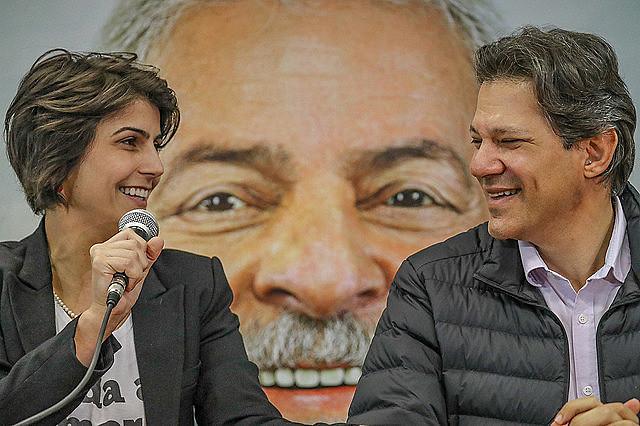 Manuela D'Ávila and Fernando Haddad during press conference on Tuesday (7)