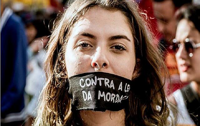 Segundo especialistas, projeto prejudica o livre acesso ao conhecimento, garantido pela Constituição