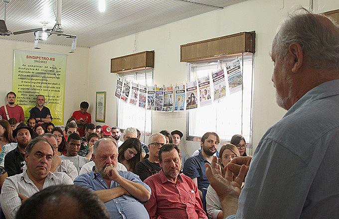 """""""Comunicação popular em tempos difíceis - Aprofundando o Brasil de Fato RS como ferramenta de luta e resistência"""" foi tema do seminário."""