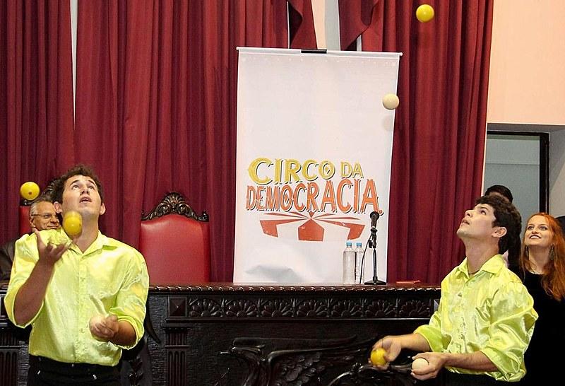 Corpo de Bombeiros autorizou a instalação do circo na Praça Santos Andrade, Centro de Curitiba.