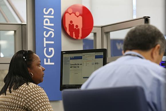 Empregados devem realizar saques e buscar informações em agência da Caixa Econômica Federal