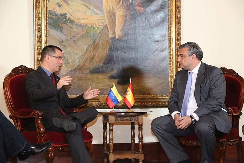 Embaixadores, como o espanhol Jesús Silva, tentaram usar imunidade diplomática para tirar do país Lilian Tintori, esposa de Leopoldo López