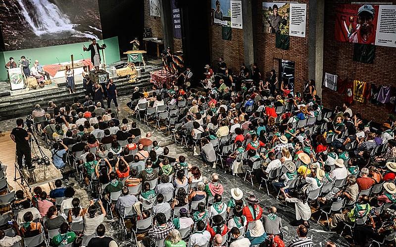 A atividade reúne cerca de 450 movimentos camponeses de diversas partes do mundo