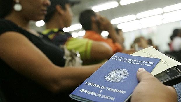 Taxa de desemprego no Brasil no último trimestre foi de 13,6%