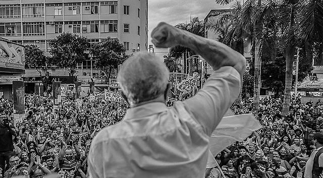 El ex presidente Lula en una de sus caravanas por el país, en ese momento en la ciudad de Nova Iguaçu, estado de Rio de Janeiro