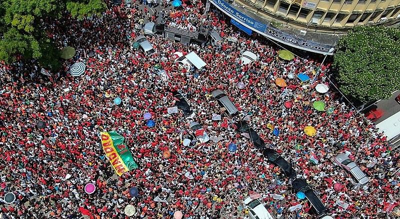 Uma multidão lotou o centro da cidade de João Pessoa para receber o candidato a presidente, Fernando Haddad (PT).