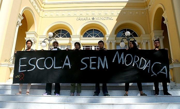 Representantes de entidades em protesto contra o projeto Escola Sem Partido na Câmara.