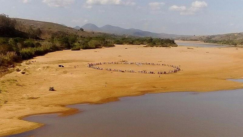 Ocupação de uma das margens do rio Doce durante a jornada de luta dos movimentos agrícolas do Espírito Santo