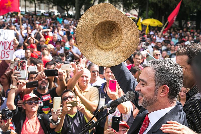 Edegar lembrou a memória de seu pai, Adão Pretto, primeiro agricultor sem-terra a assumir um mandato.