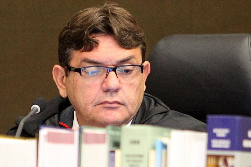 Juiz alega que não se pode considerar a participação em um debate como uma atividade partidária