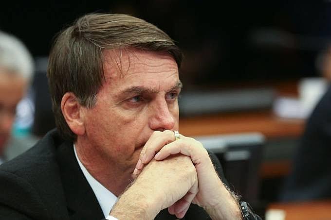 Apoiadores de Jair Bolsonaro teriam gasto até R$ 12 milhões em contratos com agências de comunicação para difamar adversário nas redes