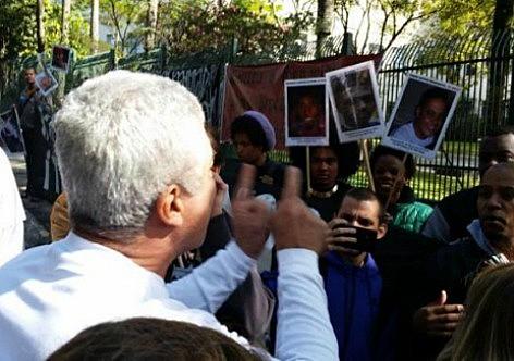 Moradores do bairro Morumbi apoiam o assassinato do menino de dez anos e hostilizaram os manifestantes que pediam justiça