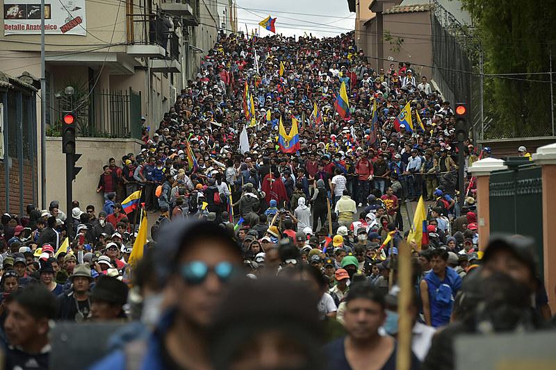 Diversos grupos aderiram às manifestações. A insurgência popular fez com que o presidente decretasse estado de exceção por dois meses