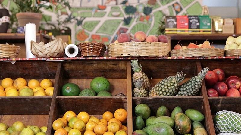 Os produtos vendidos no local são produzidos sem veneno e, prioritariamente, dentro da lógica da agroecologia