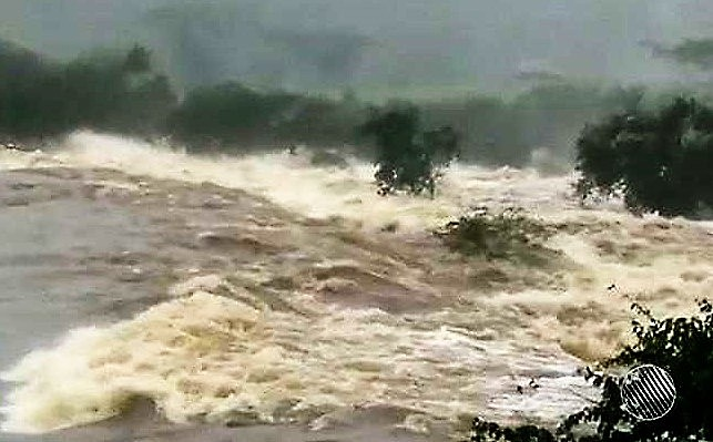 Água da barragem pode atingir vários bairros da região