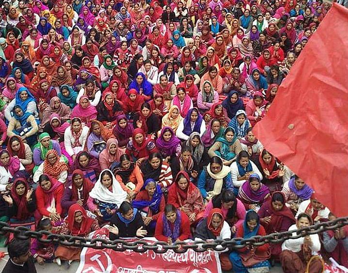 Greve de trabalhadores e trabalhadoras na cidade de Hamirpur, na Índia