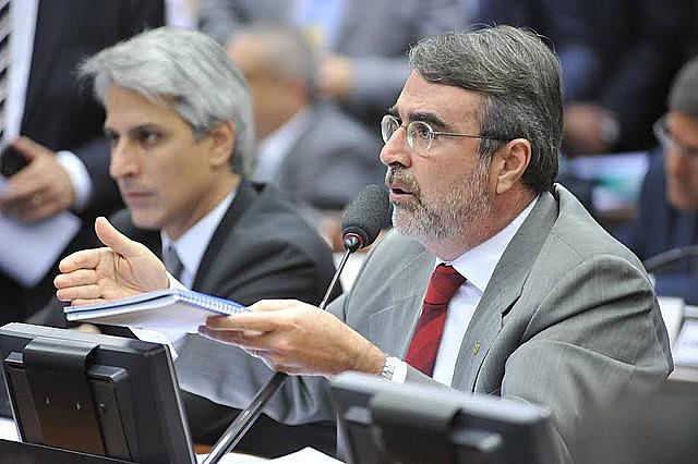 """Vamos a tener una campaña electoral multimillonaria caso se mantenga el proyecto"""", analiza el diputado Henrique Fontana"""