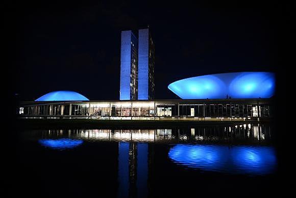 Em novembro, prédios públicos se vestem de azul em prol da campanha em todo Brasil