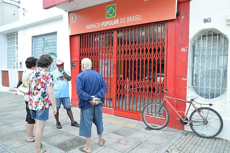 Moradora de bairro periférico do Rio de Janeiro já relata dificuldade em conseguir medicamentos