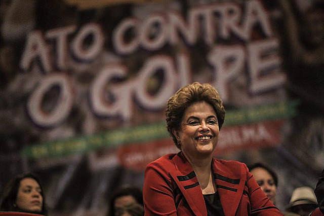 """""""Si entendemos el régimen democrático como un árbol, el golpe militar es una hacha"""", afirmó Dilma"""