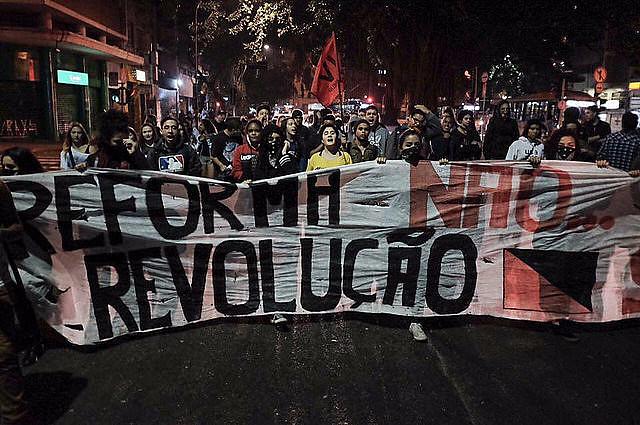 Estudiantes protestan en São Paulo contra la reforma de la enseñanza media