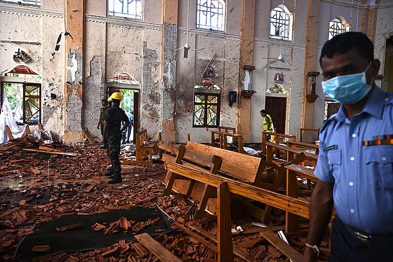 Três dos oito atentados tiveram como alvo templos católicos onde fiéis comemoravam Páscoa; hotéis também foram atacados