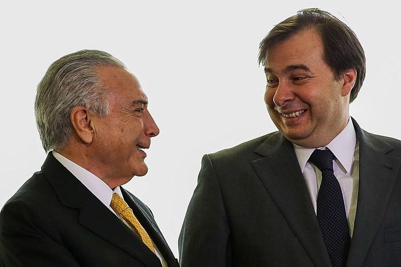 Presidente não eleito, Michel Temer, e presidente da Câmara, Rodrigo Maia