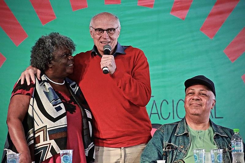 Vereador Eduardo Suplicy (PT)  se somou aos debatedores da mesa de encerramento do 2° Festival Internacional da Utopia