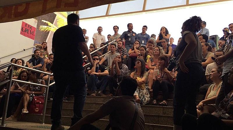 Trabalhadores da EBC em assembleia nesta terça em Brasília (DF)