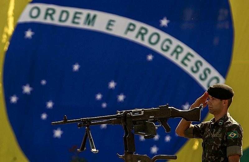 militar bandeira do brasil