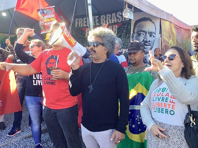 Ato de ''Bom dia presidente Lula'' desta quinta-feira (1). Vigília Lula Livre chegou a 481 dias.