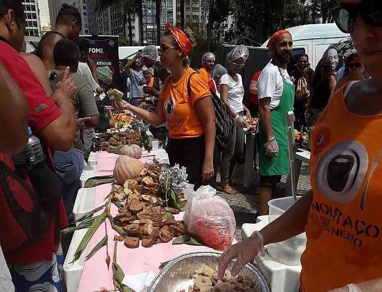 A ação também foi realizada em outras 14 capitais e no total mais de 15 mil refeições foram distribuídas em todo país