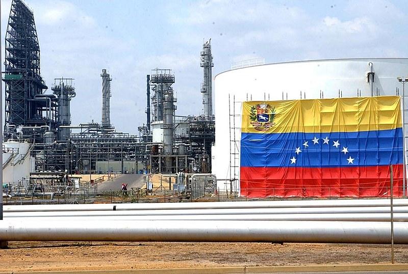Entre los principales productos y bienes importados por Venezuela desde EE.UU. están productos refinados del petroleo