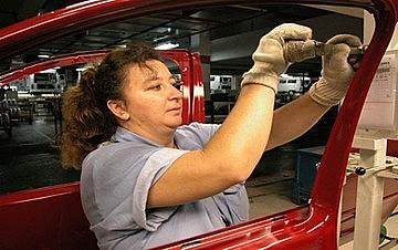 Mulheres ganham 25,3% do que homens no setor metalúrgico