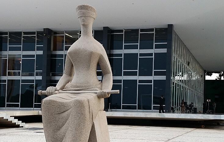 Em paralelo, oBrasil tem menos juízes proporcionalmente: são 8,2 paracada cem mil habitantes, enquanto aAlemanha tem 24,7